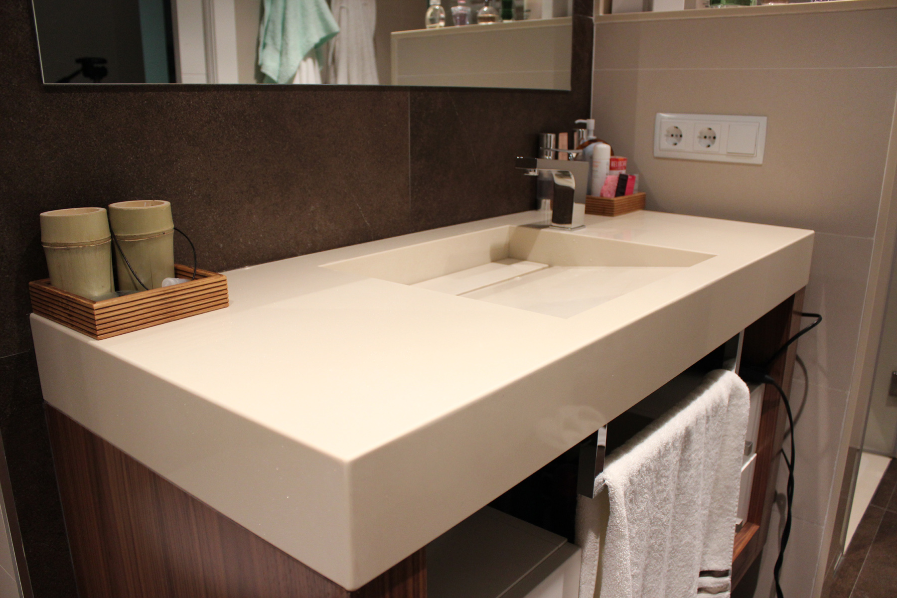 Mobiliario con lavamanos santiago darder arquitecto t cnico for Lavamanos empotrados