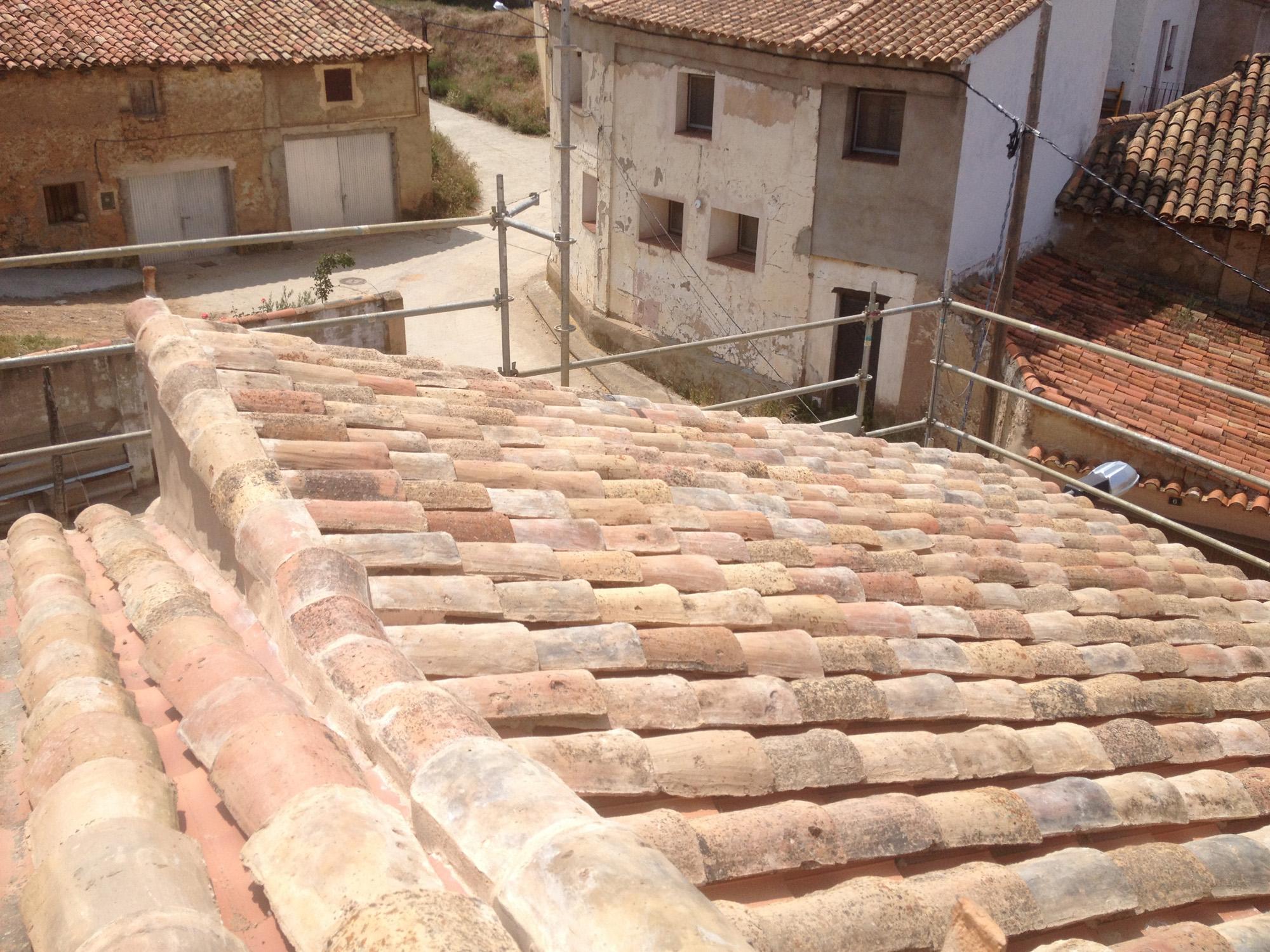 Reforma de cubierta en la aldehuela teruel santiago for Piscina cubierta lliria