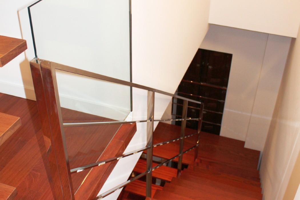 Escalera entre planta baja y primera